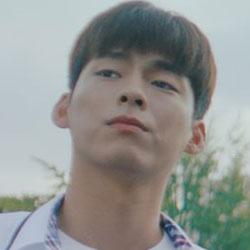 Shin YoonSeop as Lee SiEon
