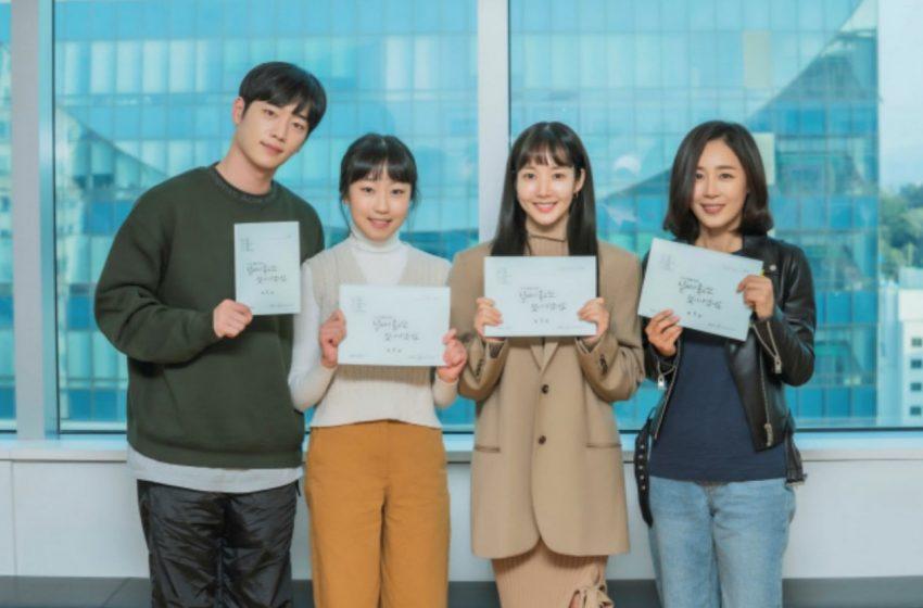 """Seo Kang Joon dan Park Min Young's Hadiri Pembacaan Naskah Pertama Untuk Drama Terbaru Mereka """" I'll Go to You When the Weather Is Nice"""""""