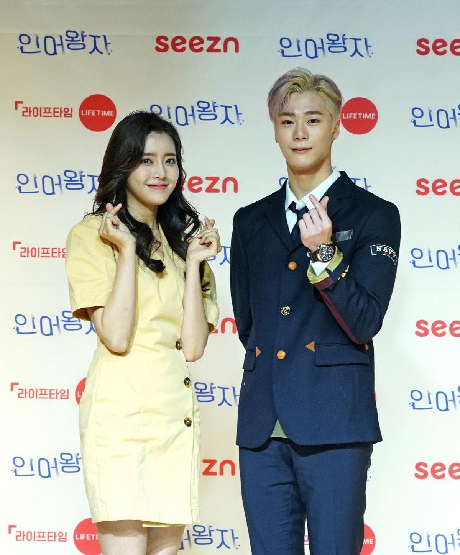 """Moonbin ASTRO dan Jung Shin Hye dari Lakukan Konferensi Pers Online Untuk Web Drama """"The Mermaid Prince"""""""