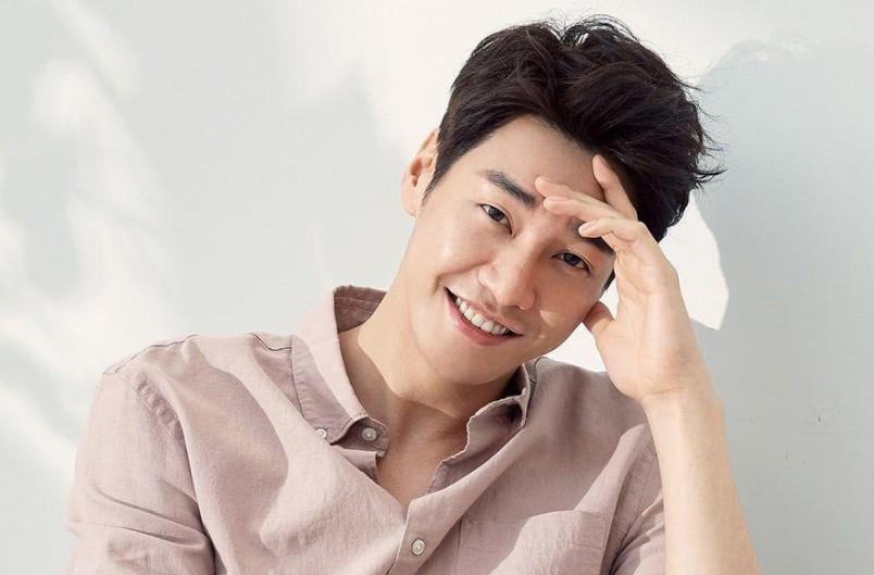 "Kim Young Kwang Dalam Pembicaraan Bintangi Drama Fantasi Komedi Romantis ""Hello? It's me!"""